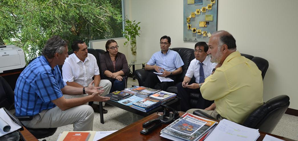 Visita de Toshiaki Furuya (Representante JICA - Japón), Santiago Guerrón (JICA - Quito)