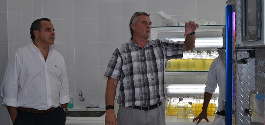 VISITA DE VICEMINISTRO DE ACUACULTURA Y PESCA AL CENAIM